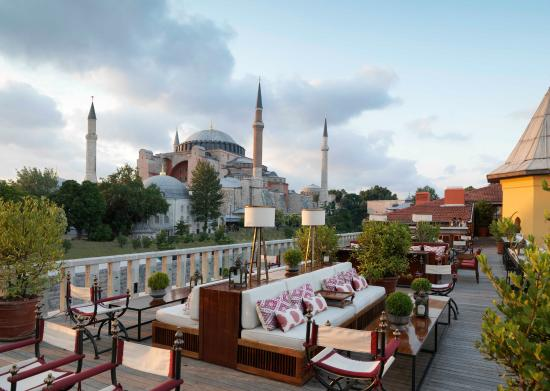Four Seasons Hotel Istanbul at Sultanahmet: O Four Seasons Sultanahmet fica ao lado da Agya Sofia