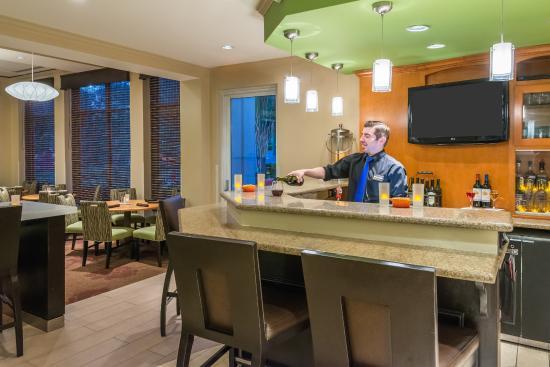 Hilton Garden Inn Atlanta North/Alpharetta: Bar