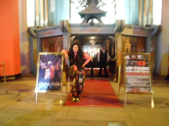 Royal Pagoda Motel: Teatro chino