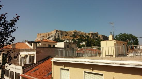 Kimon Athens Hotel: View of the Acropolis from Rooftop Patio