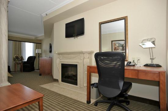 Monte Carlo Inn - Barrie Suites: Renaissance Suite