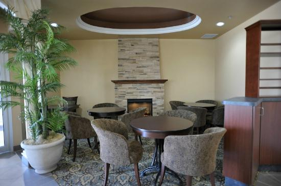 Monte Carlo Inn - Barrie Suites: Scarpaccio's Lounge