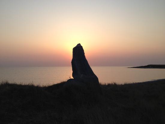 Sejeroe Island, Danmark: Vinter solnedgang ved Bautasten