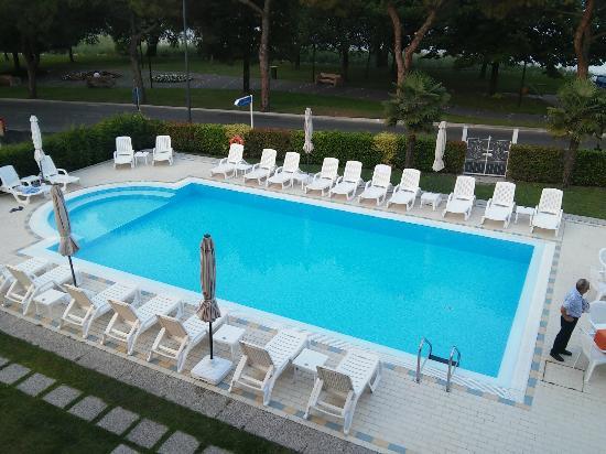 Hotel Suisse: Pool area