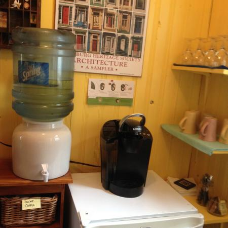 Pelham House Bed & Breakfast: 24-hour refreshment station