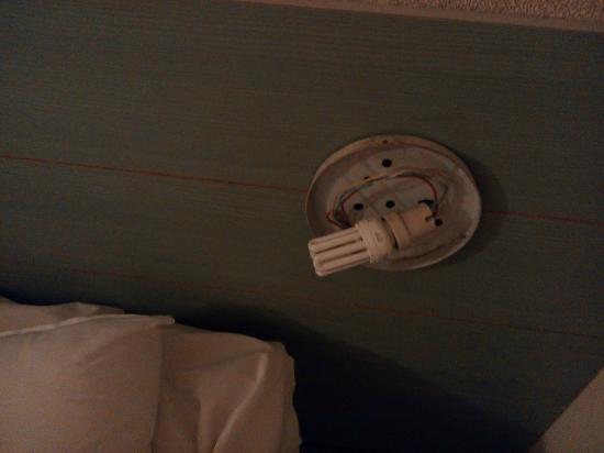 Hotel 25 : voila en entrant dans la chambre