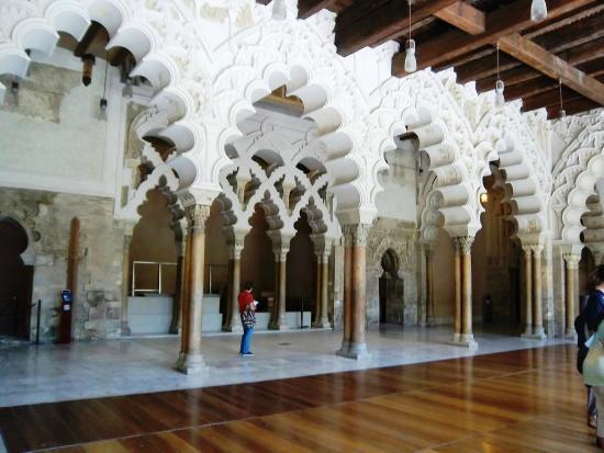 Pension Holgado: interior del palacio de la ALFAJERIA