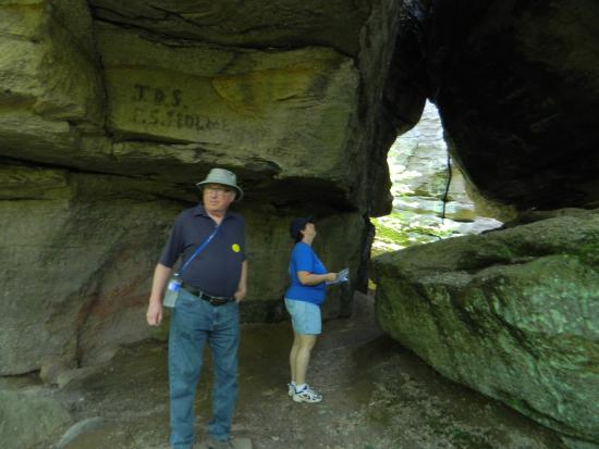 Rock City Park: Walking under the rocks
