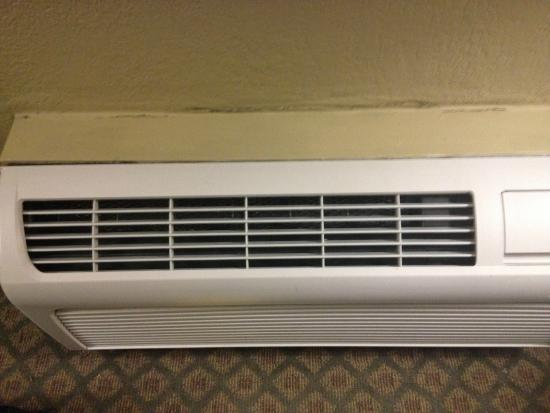 Holiday Inn Express Clearwater East - Icot Center: Loud heating/AC in room