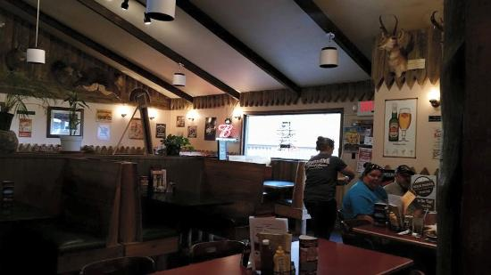Bozeman Trail Steak House: Boseman inside bar side booths