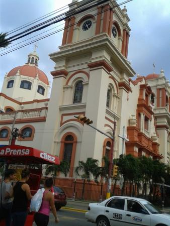 San Pedro Sula, Honduras: catedral San Pedro Apóstol