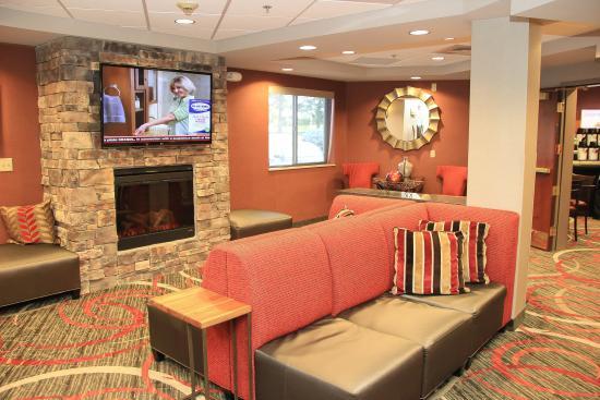 Holiday Inn Express Colorado Springs Airport: Hotel Lobby