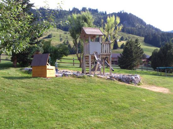 Diemtigen - Bergli Restaurant - grossartiger Kinderspielplatz
