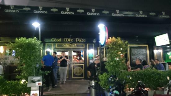 Dubliner Place : ホテル1階パブ夜
