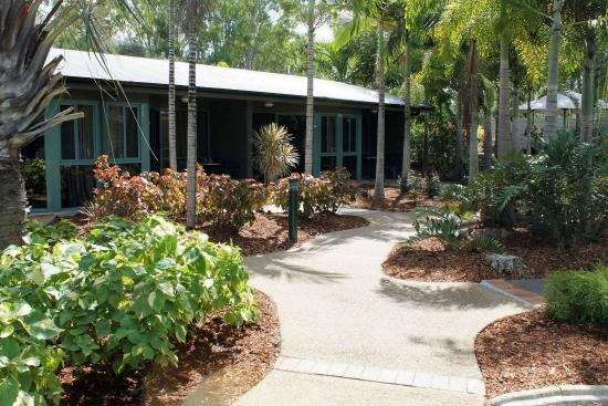 Capricorn Motel & Conference Centre: garden walks
