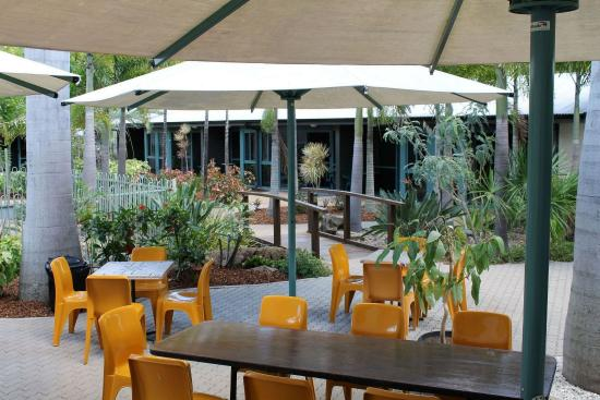 Capricorn Motel & Conference Centre: Outside dining