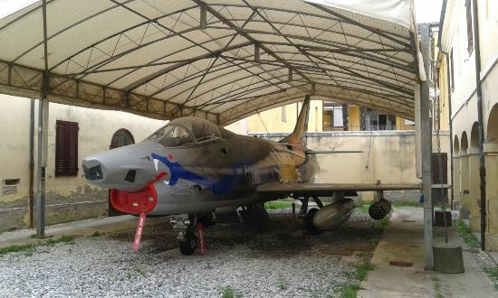 Museo Francesco Baracca: Fiat G -91 nel cortile della casa museo