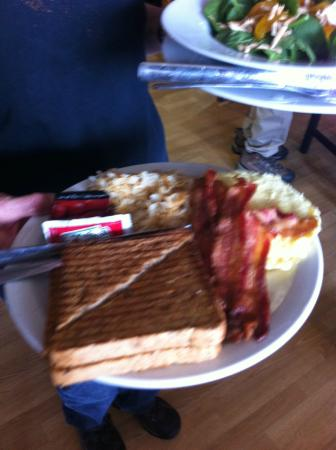 Chartreuse Moose Cappuccino Bar & Bistro : the traditional breakfast