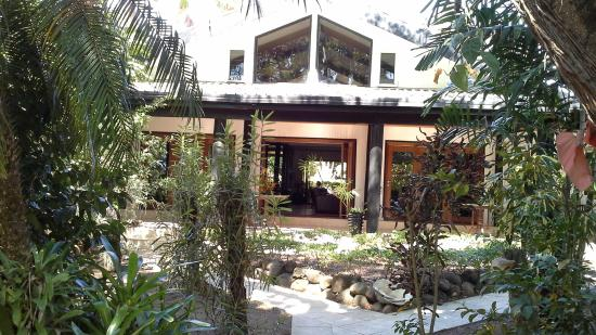 The Fiji Orchid: Lodge, bar and dining room