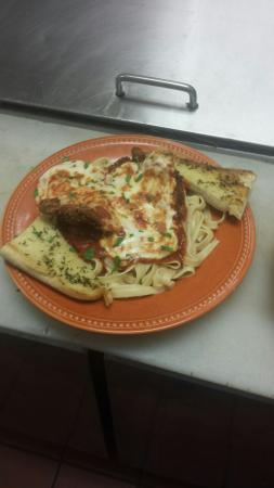 Spooners Bar and Grille: Veal parmigiano and jambalaya