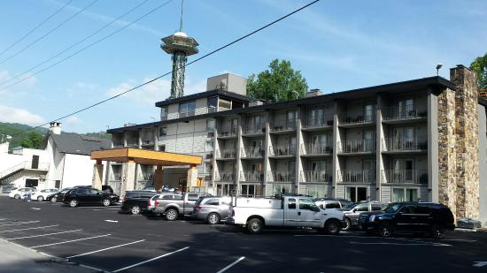 Hotel Country Inn & Suites by Radisson, Gatlinburg, TN This is a Preferred Partner property. It's committed to giving guests a positive experience with its excellent service and great value. This property might pay trueffil983.gq a little more to be in this Program/10().