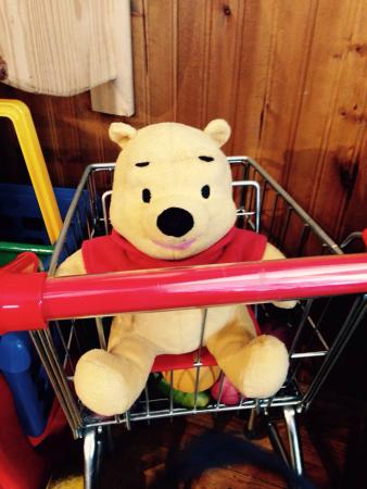 Cranberry's Grocery & Eatery: Delightful shopping options. A cute Winnie the Pooh in a mini grocery cart in the window!