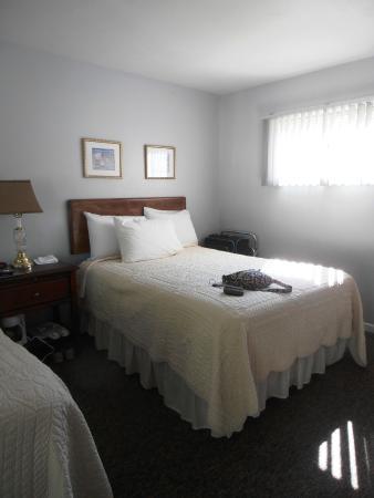 Cedar Court Inn : double bed