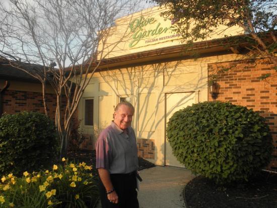 Olive Garden: sign in front overlooking van dyke