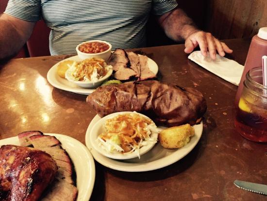 Country's Barbecue: This place was awesome!!' The best meal we had all week in Lagrange at a fair price. Don't forge