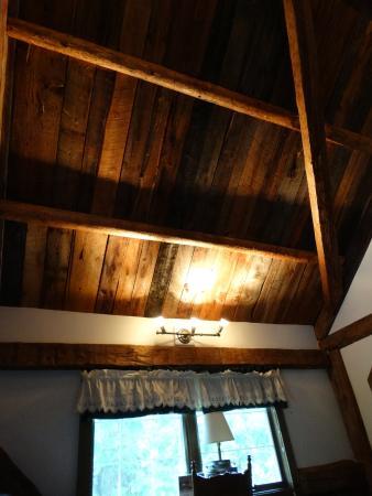 Christmas Farm Inn & Spa: Pretty ceiling