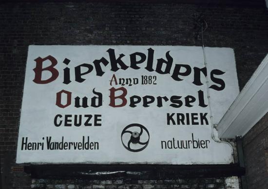 Beersel, Belgium: Opschrift boven vroegere toegangspoort