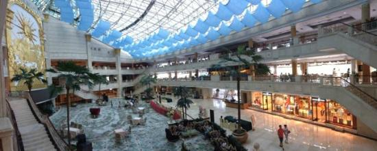 Dehan Hotel: Panorama of lobby with retaurants on upper levels, shops below