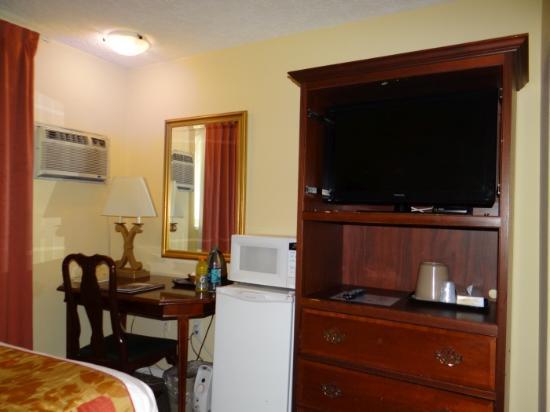 Arbutus Inn: Room
