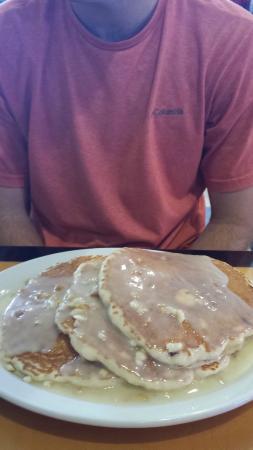 Big City Diner-Waipio: Macadamia Nut Pancakes