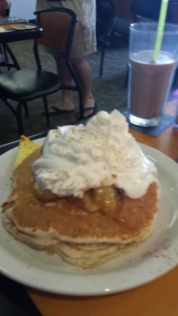 Big City Diner-Waipio: Banana Apple Pancakes
