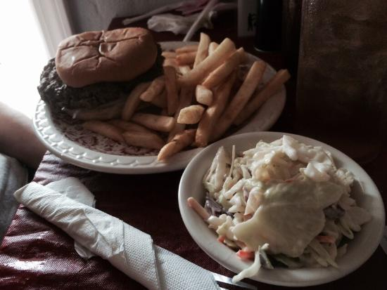 New Haven, KY: Mary Anne burger plate w yummy cole slaw