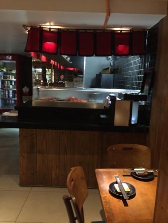 Restaurante Ebisu à noite. Fotos da fachada.
