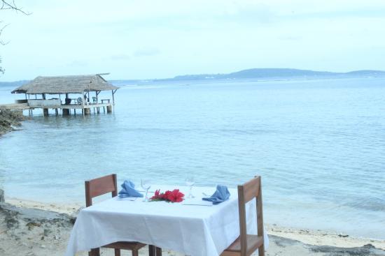Tara Beach Bungalows: Dining