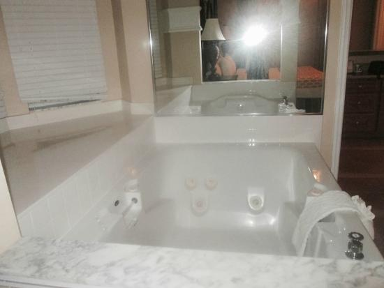 Hilton Grand Vacations at SeaWorld: Whirlpool tub