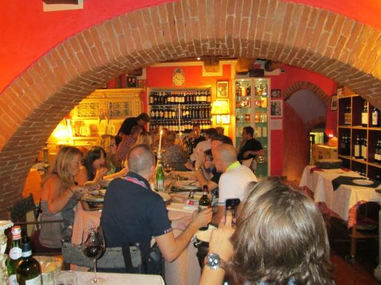 Ristorante Degli Archi: Owner singing again
