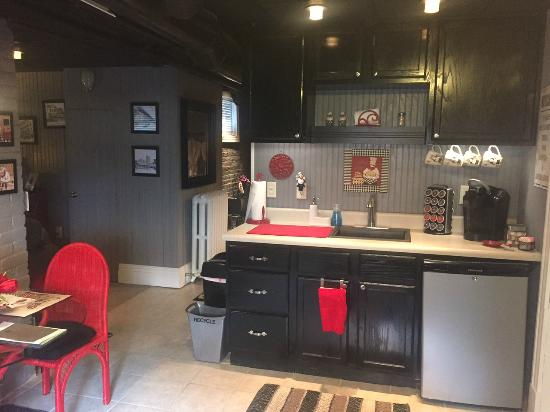 The One Bed and Breakfast: Entry/Kitchen (The Cellar)