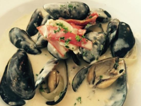 La Sen Bistro: Mussels in wine and cream sauce