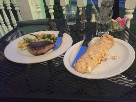 White Oak River Bistro: Cheese stuffed bread and the tuna with pasta dish