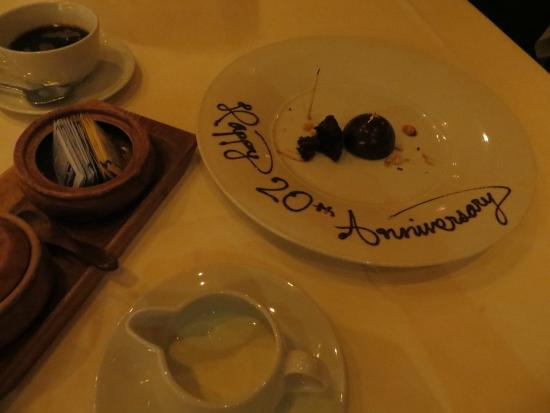 Alan Wong's Restaurant: Alan Wong's complementary celebration plate
