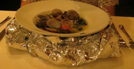 """Alan Wong's Restaurant: Alan Wong's """"da bag"""" of steamed clams"""
