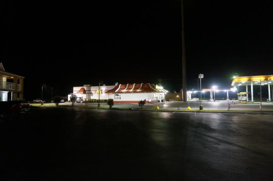 Beebe, อาร์คันซอ: 24 hr mcdonalds with taco bell and 24hr gas station touching property