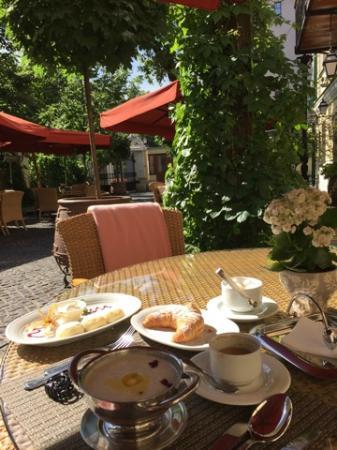 Russo-Balt: Отель и местность