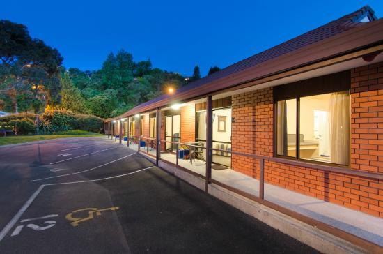 Amber Court Motel: Spacious car parking