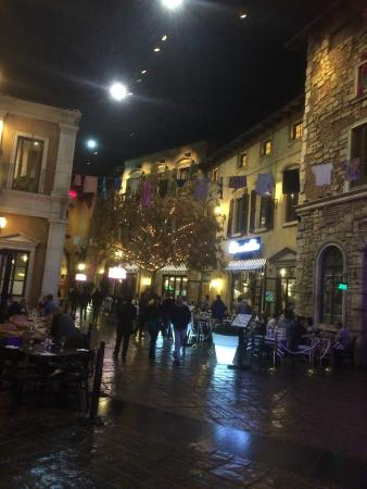 Montecasino night street picture of gourmet garage for Garage speedy paris