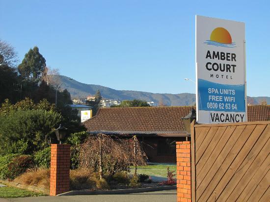 Amber Court Motel: Amber Court entrance